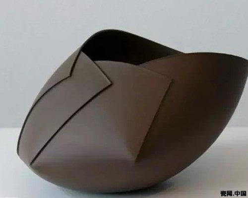 教学重难点:   观察和分析陶瓷造型,纹样并能表达出自己的独特观